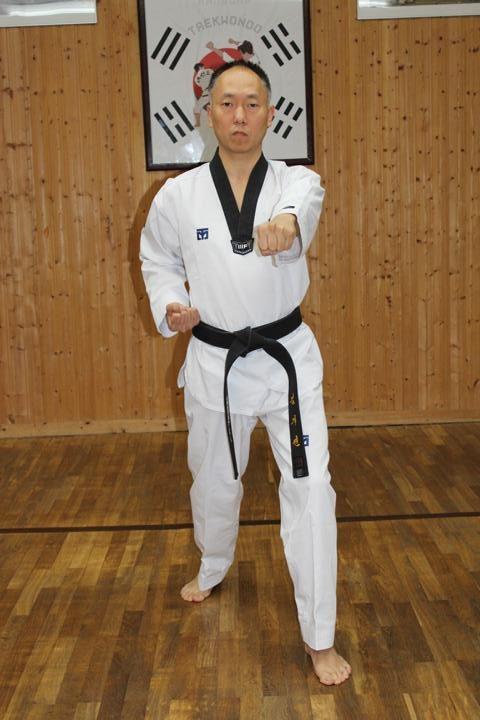 Bandae Jireugi (Reverse Punch)